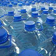 mii de litri de apa imbuteliata retrasi din magazine