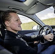 video michael schumacher testeaza siguranta noului mercedes-benz c-class