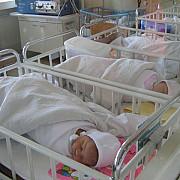 opt bebelusi imbolnaviti de angajatii maternitatii