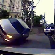 video cum se poate rasturna o masina care ruleaza cu o viteza de 10 kmh