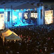 patru artisti si doua trupe cunoscute vor canta la concertul de revelion din ploiesti