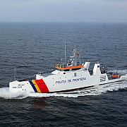o nava cu 29 de refugiati afgani adusa la mal de garda de coasta la constanta