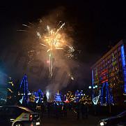 video focuri de artificii ploiestiul a intrat in atmosfera sarbatorilor de iarna