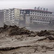 zeci de oameni au fost ingropati in urma unei alunecari de teren in china