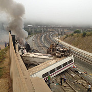 tren deraiat in spania45 de victime decedate sute de raniti