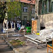 spital evacuat de un clan de romi