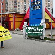 protest greenpeace la o benzinarie din arad