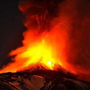 vulcanul etna a erupt din nou video
