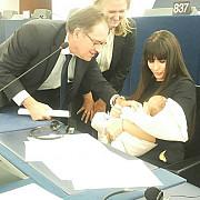 elena basescu si-a dus fiica in parlamentul european