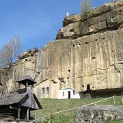 manastirea corbii de piatra si cea mai de pret comoara a romaniei