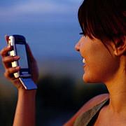 dependentii de sms-uri dorm mai prost noaptea