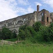 fascinantele povesti ascunse in ruinele castelului martinuzzi