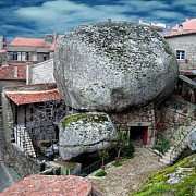 monsanto - oraselul portughez strivit de stanci