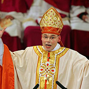 un episcop a scandalizat germania prin stilul de viata luxos