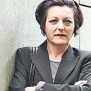 scriitoarea herta muller operata de urgenta in germania