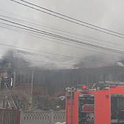 casa distrusa si un barbat ranit grav din cauza unei explozii