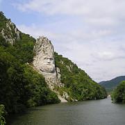 statuia lui decebal opera de arta de pe dunare
