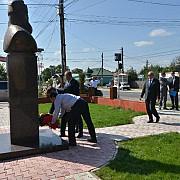 maresalul polonez witold stepien impresionat de statuia lui burebista de la magurele