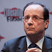 hollande isi pune speranta in masinile autonome pentru a revigora industria franceza
