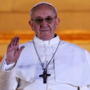 papa francisc primeste zilnic 2000 de scrisori din intreaga lume