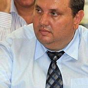 presedintele cj mehedinti suspectat de fapte de coruptie ridicat de la locuinta parintilor sai