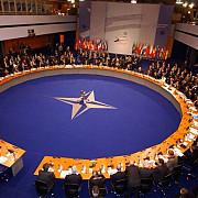 nato isi suspenda cooperarea militara si civila cu rusia