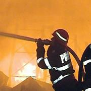 incendiu puternic la doua depozite de materiale reciclabile