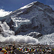 sase persoane au murit in urma unei avalanse produse in everest