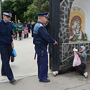 peste 800 de politisti si jandarmi prahoveni mobilizati de paste