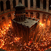 sfanta lumina de paste s-a aprins la ierusalim