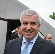 foto tariceanu prezent la inaugurarea unei sali de sport la ploiesti