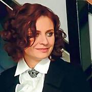 creatoarea de moda adina buzatu la sediul diicot pentru audieri
