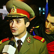 locotenentul care a protestat in uniforma la bucuresti a fost reangajat