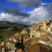 o tara din europa isi vinde casele istorice cu 1 euro
