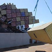 35 de indieni veniti ilegal in anglia descoperiti intr-un container de pe un vapor