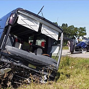 autocar cu 32 de romani implicat intr-un accident rutier in ungaria