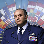 breedlove nato va raspunde militar daca rusia isi va infiltra oamenii intr-un stat nato