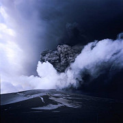 un vulcan islandez a inceput sa erupa