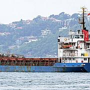 pe vaporul din marea ionica se aflau 900 de imigranti nava nu avea echipaj