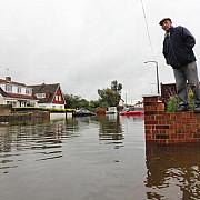 peste 100000 de locuinte fara electricitate in marea britanie si franta
