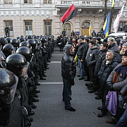manifestantii opozitiei au evacuat sediul primariei din kiev