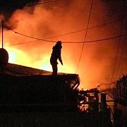 opt copii in pericol de a fi arsi dupa ce bunicul lor a dat foc locuintei