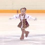 viitoarea stea a patinajului artistic are doar doi ani si jumatate video