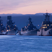 ucraina la un pas de conflict militar rusia maseaza mijloace de lupta in crimeea