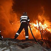 zeci de persoane evacuate din cauza unui incendiu puternic