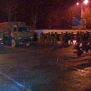 aeroportul din simferopol ocupat temporar de un comando de luptatori mascati