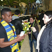 martisoare si flori de la fotbalistii petrolului