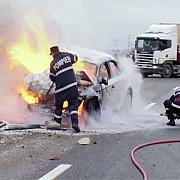 un autoturism a luat foc pe autostrada