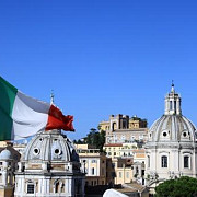 mai putini romani in italia decat se estima