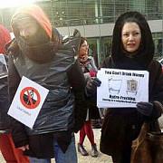 protest romanesc la bruxelles impotriva gazelor de sist